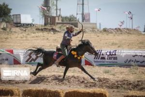 تصویر رقابت های بین المللی کمانگیری بر روی اسب در کرج پایان یافت